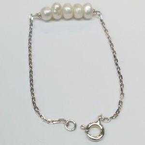 Jewelry - Little girls pearl bracelet